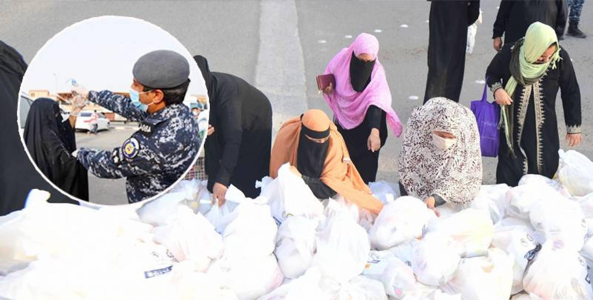 عمليات توزيع الجمعيات الخيرية السلال الغذائية على المتضررين داخل منطقة جليب الشيوخ.. تصوير بسام زيدان