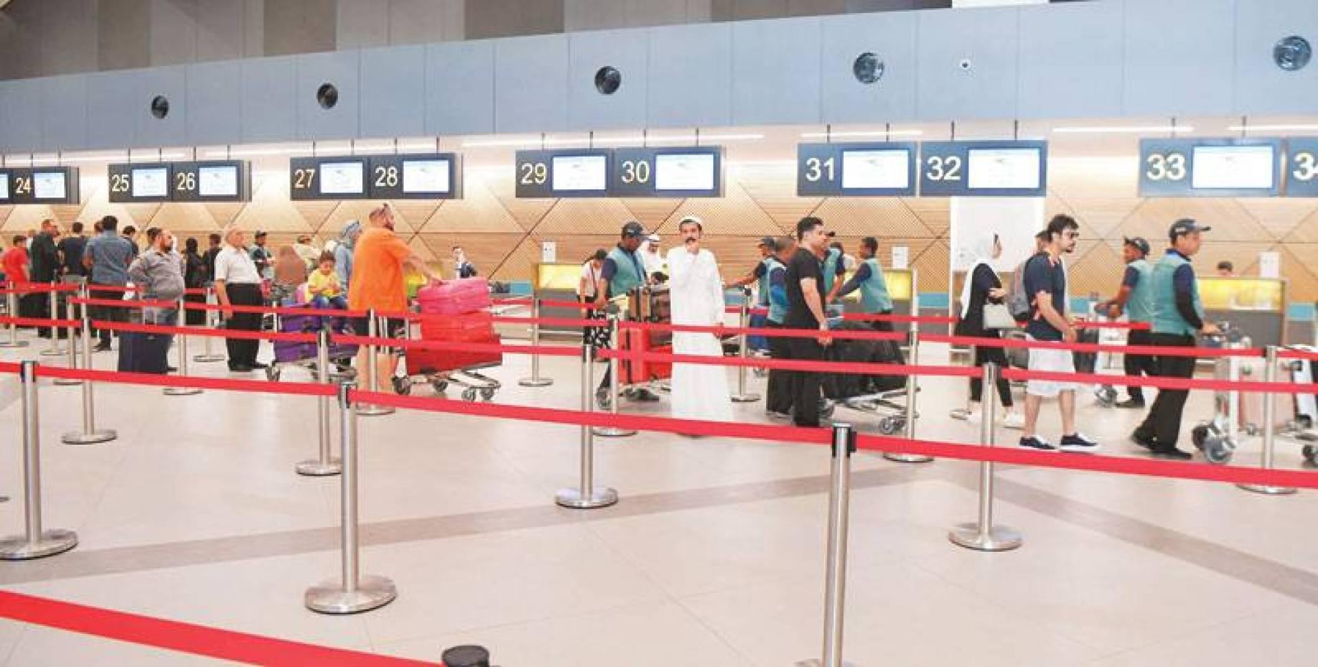 مواطنون ومقيمون ينتظرون بدء موسم السفر بفارغ الصبر
