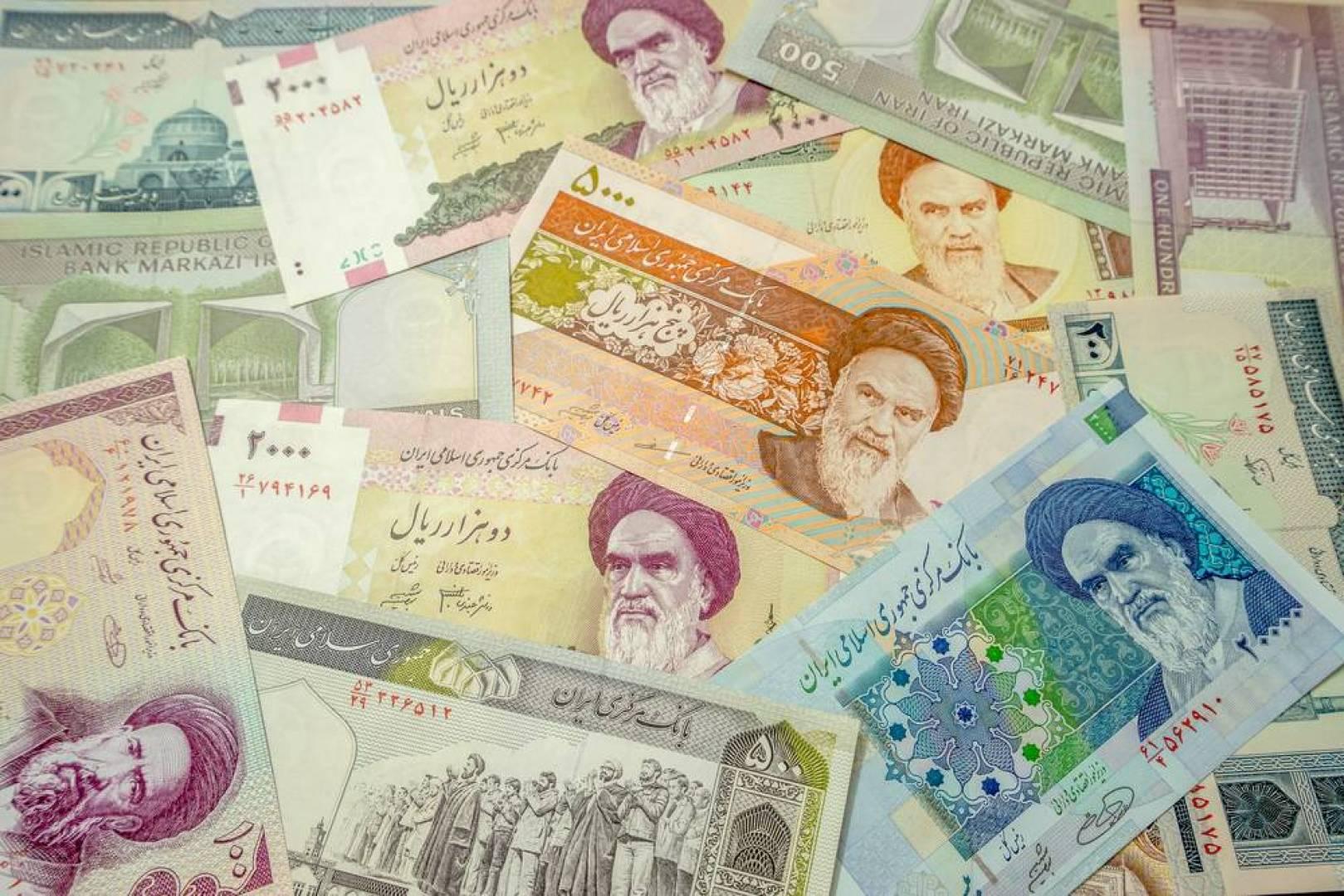 أزمة العملة تزيد الإيرانيين فقراً وترهق الاقتصاد