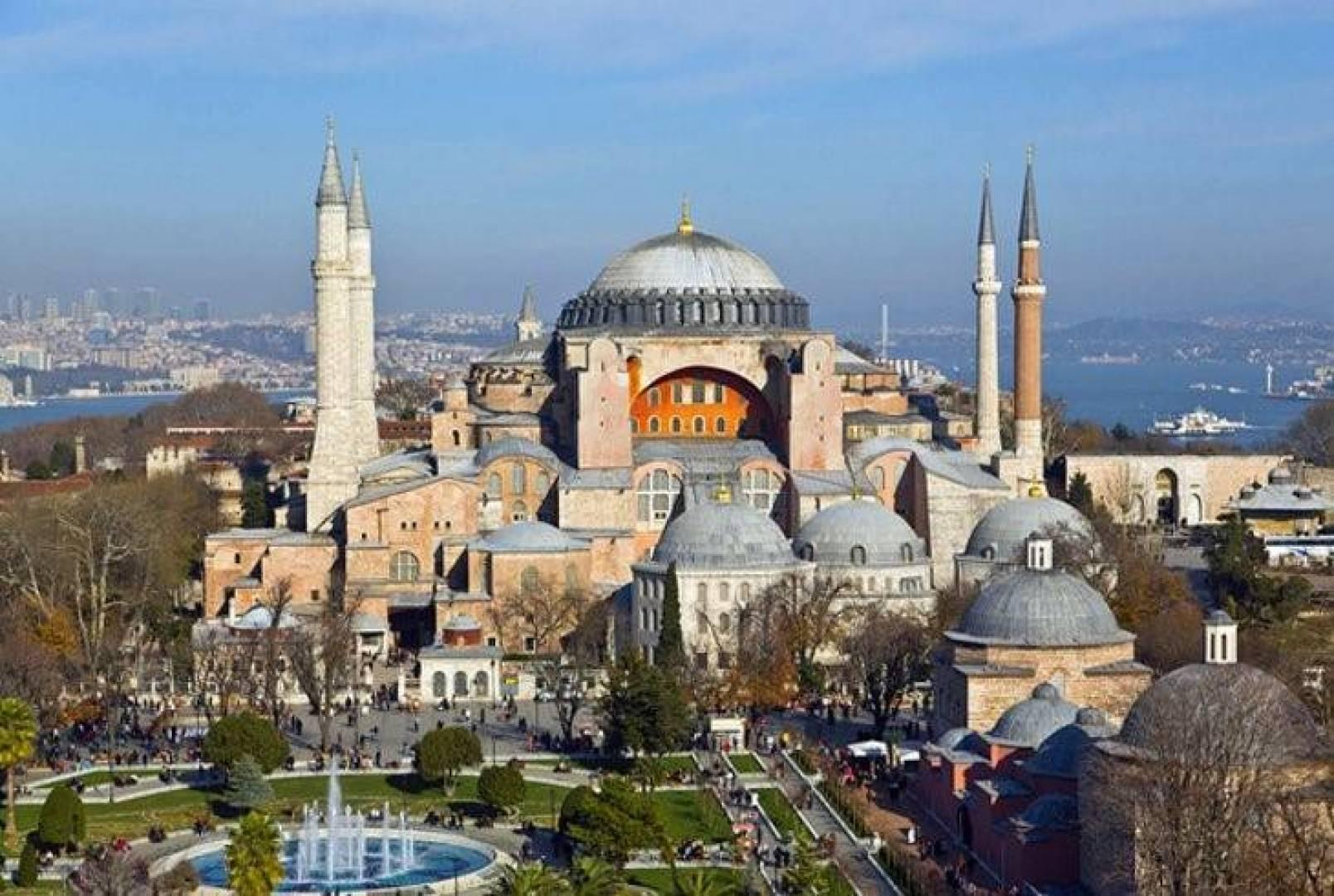 بابا الفاتيكان يعرب عن حزنه الشديد لتحويل «آيا صوفيا» إلى مسجد