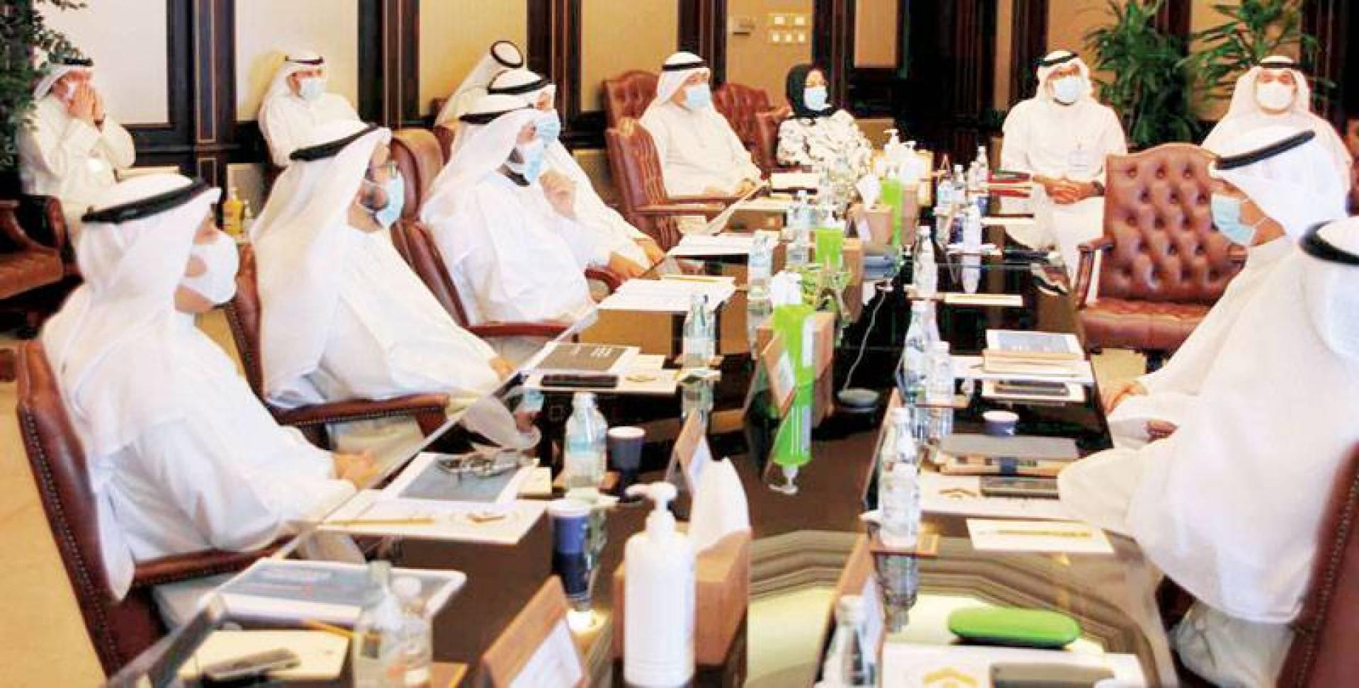 وزير الصحة خلال اجتماعه مع الحمود ومسؤولي «الطيران المدني»