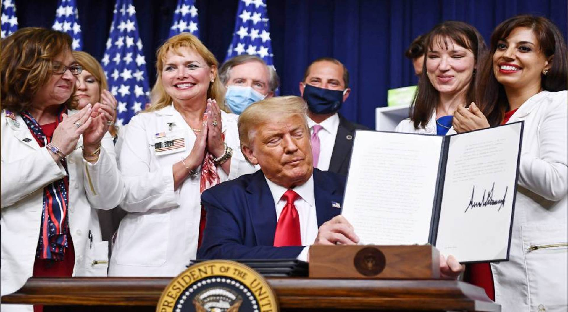 ترامب يوقع على 4 أوامر تنفيذية تهدف لخفض أسعار الأدوية في أميركا