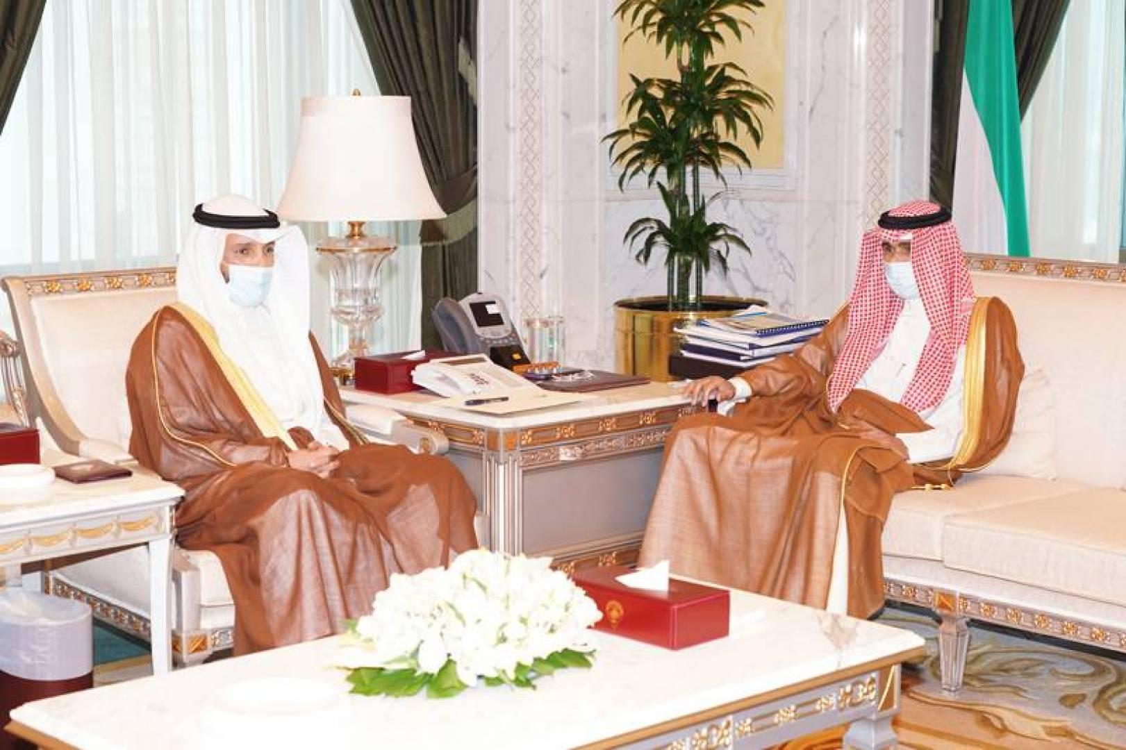نائب الأمير خلال استقباله الغانم