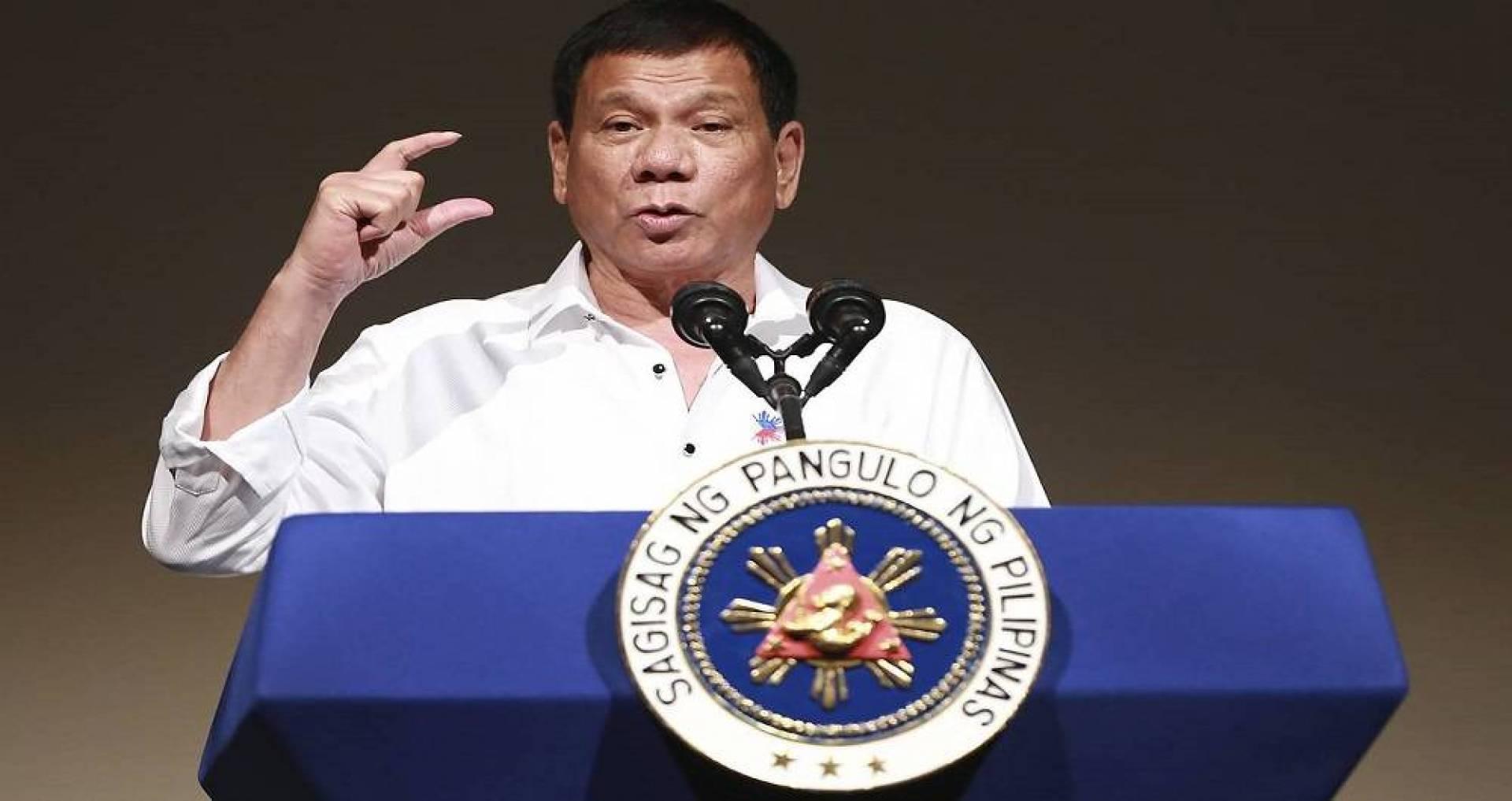 الرئيس الفلبيني يتطوع لتجربة اللقاح الروسي على نفسه