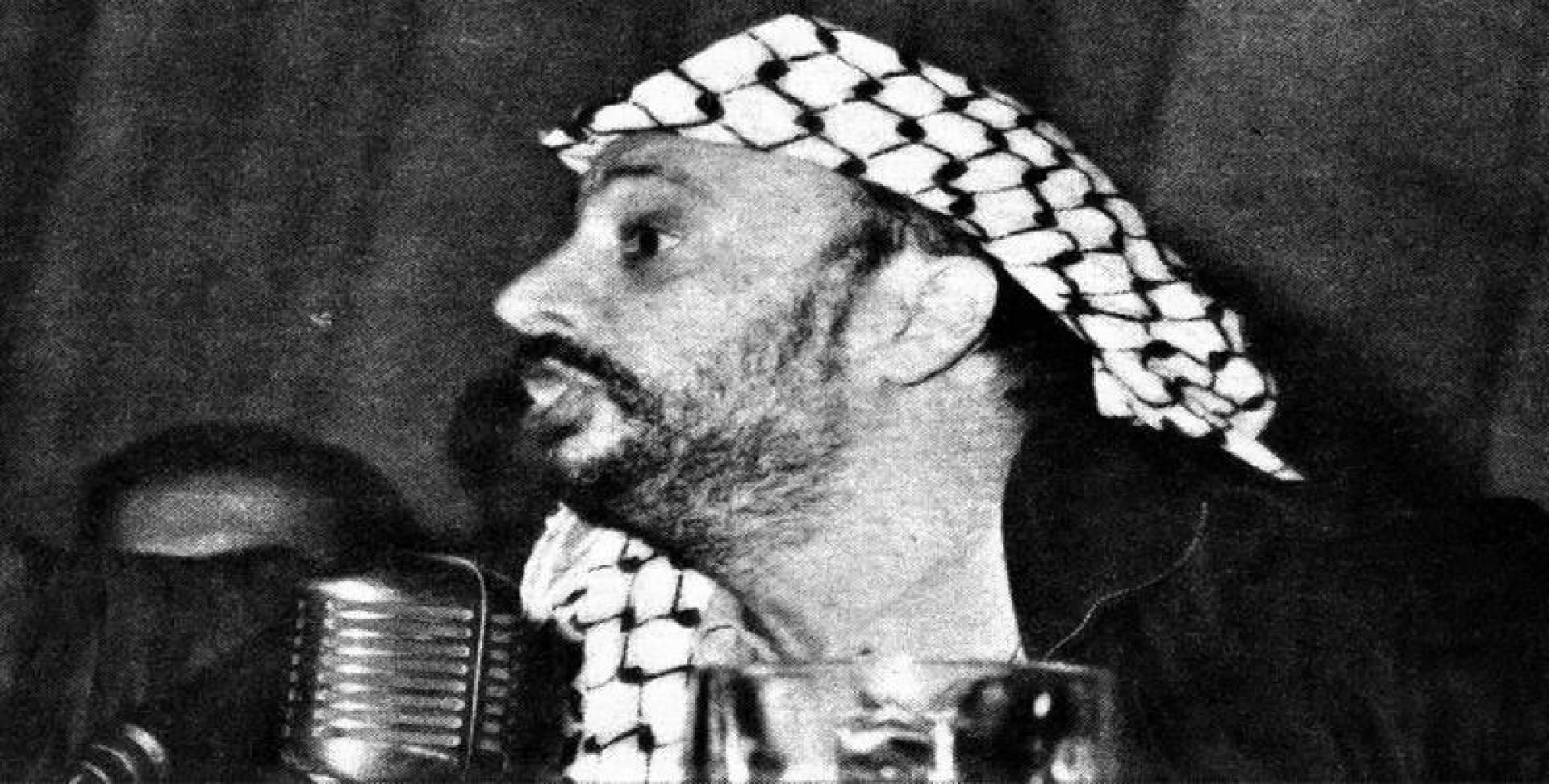 ياسر عرفات رئيس منظمة التحرير الفلسطينية.. أرشيفية
