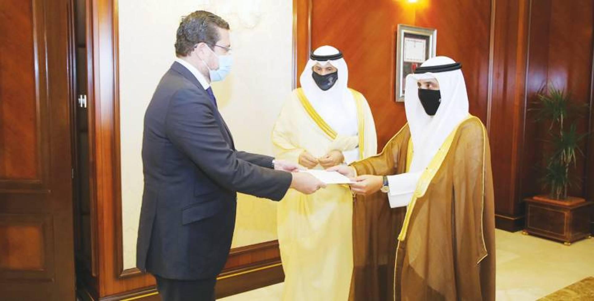 الناصر تسلَّم أوراق سفيرَي أسبانيا والهند