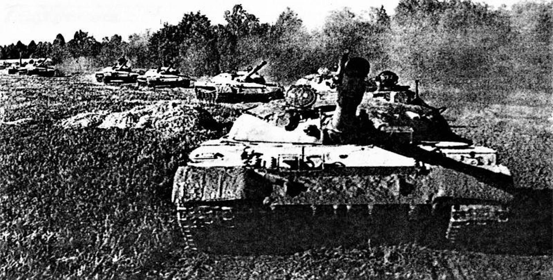الدبابة السوفيتية من طراز تي-62.. أرشيفية