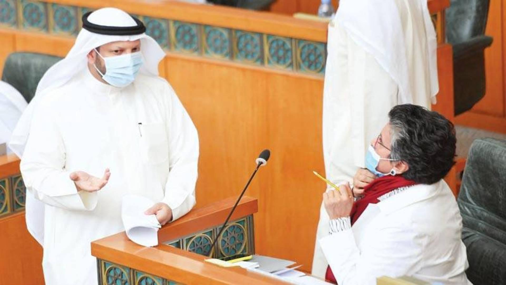 الهاشم والشيتان وجهاً لوجه في جلسة مناقشة قانون الدين العام (تصوير: حسني هلال)