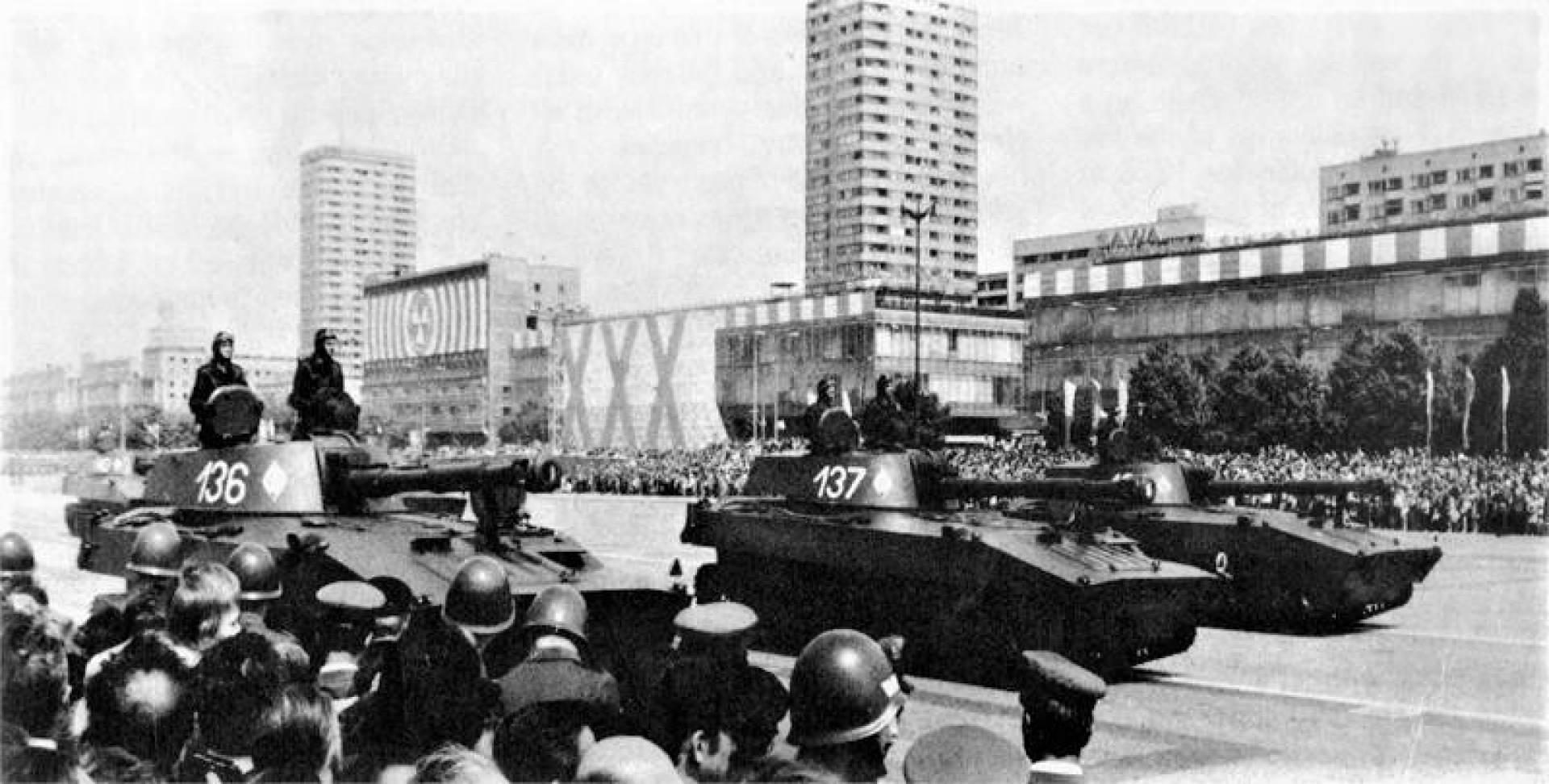الدبابات السوفيتية من عيار 122 ملم.. أرشيفية