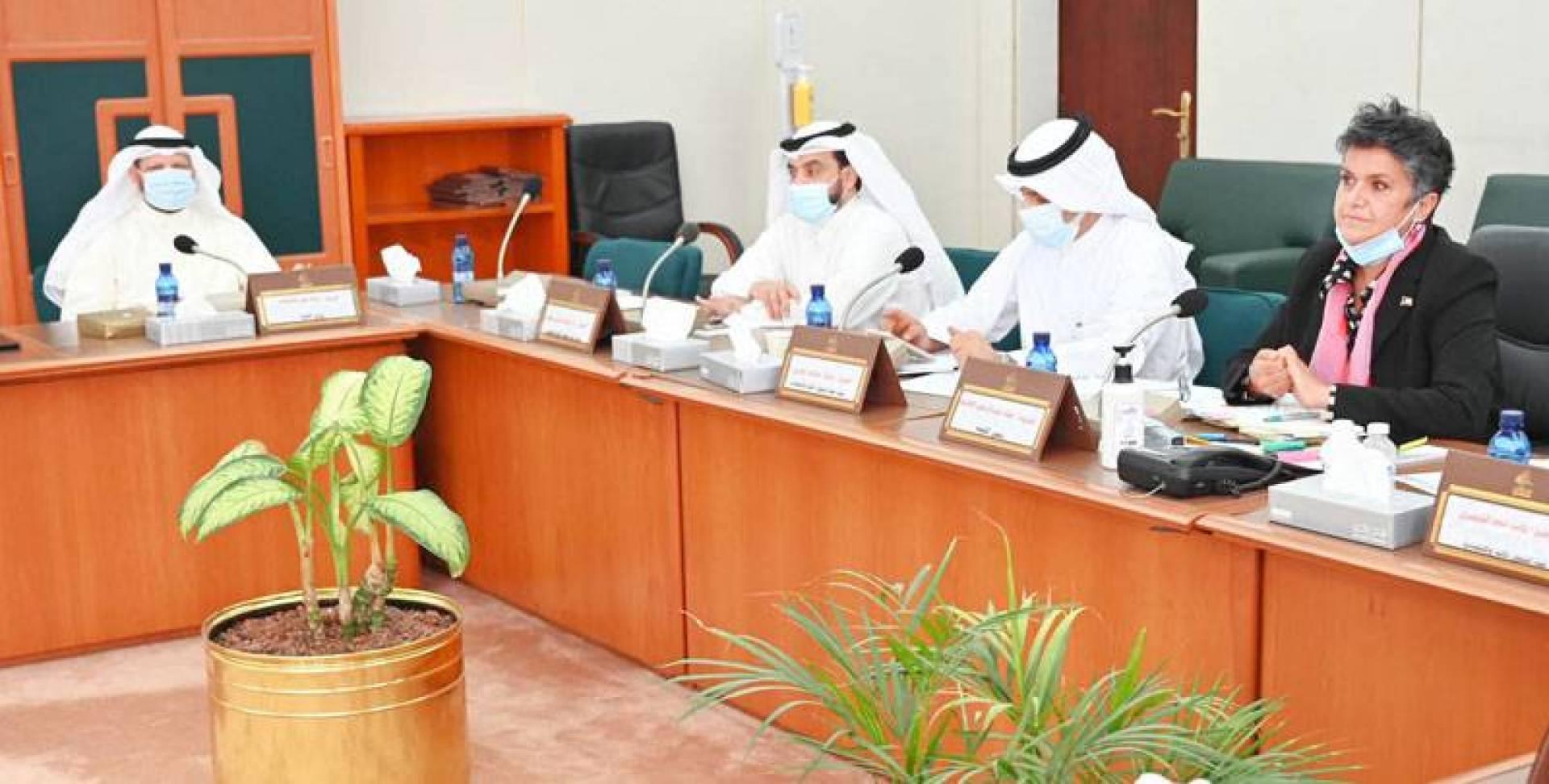 الهاشم خلال اجتماع اللجنة المالية أمس.. وبدا المطيري والحويلة والشيتان