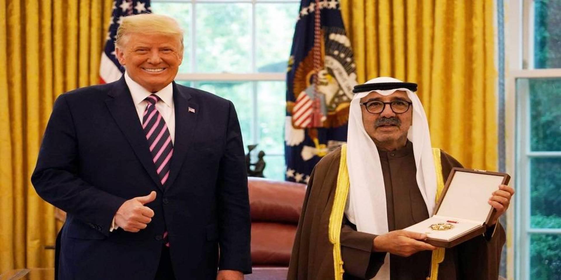 الشيخ ناصر صباح الأحمد متسلماً وسام الاستحقاق العسكري الأميركي نيابة عن سمو الأمير