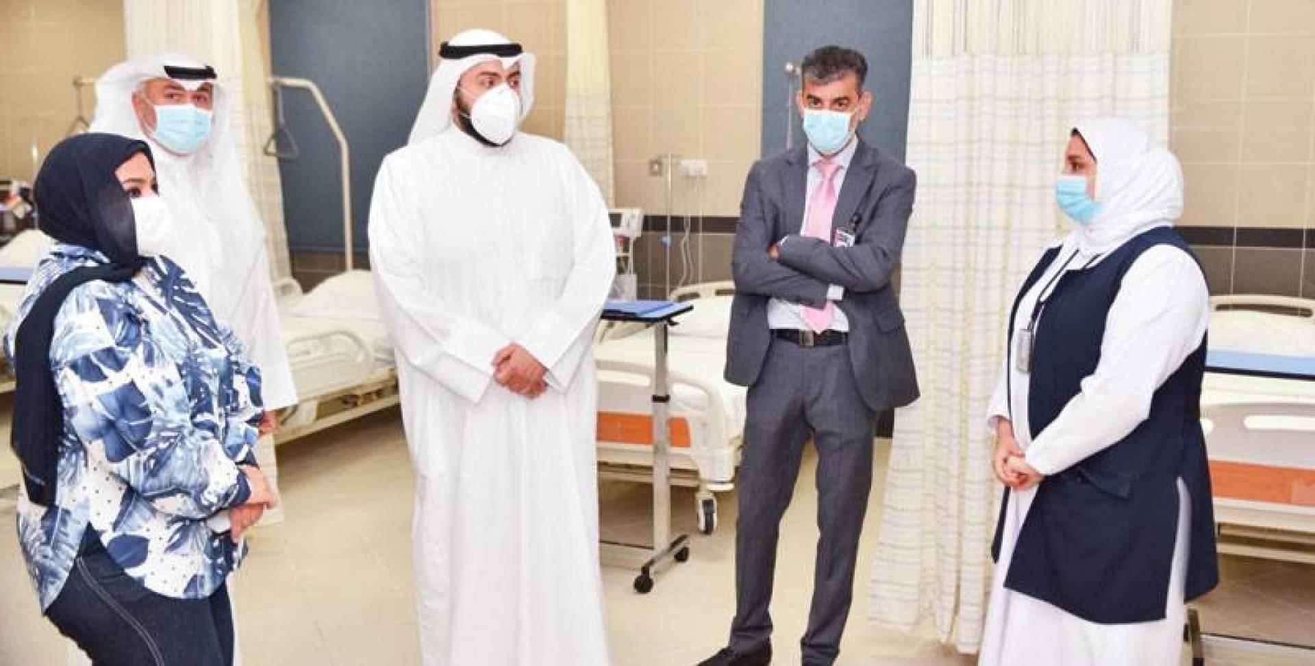 وزير الصحة أثناء افتتاح مركز صحي في مدينة صباح الأحمد