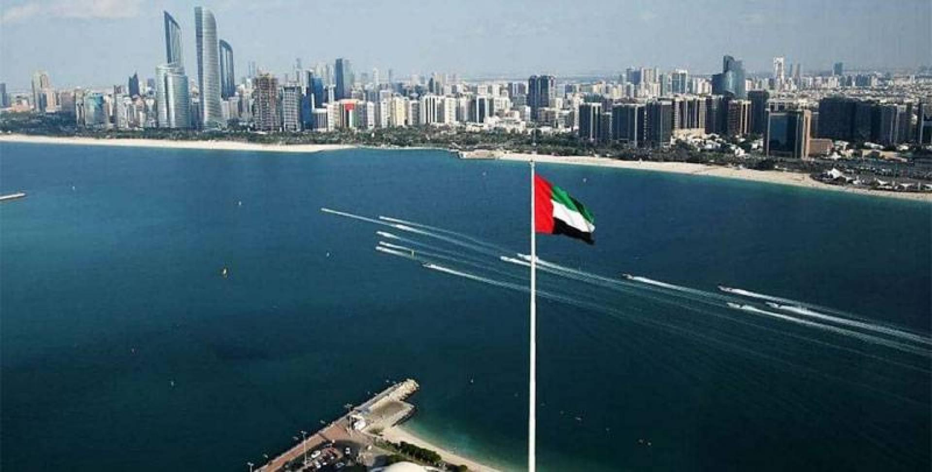 الإمارات تبدأ مساواة أجور النساء بالرجال