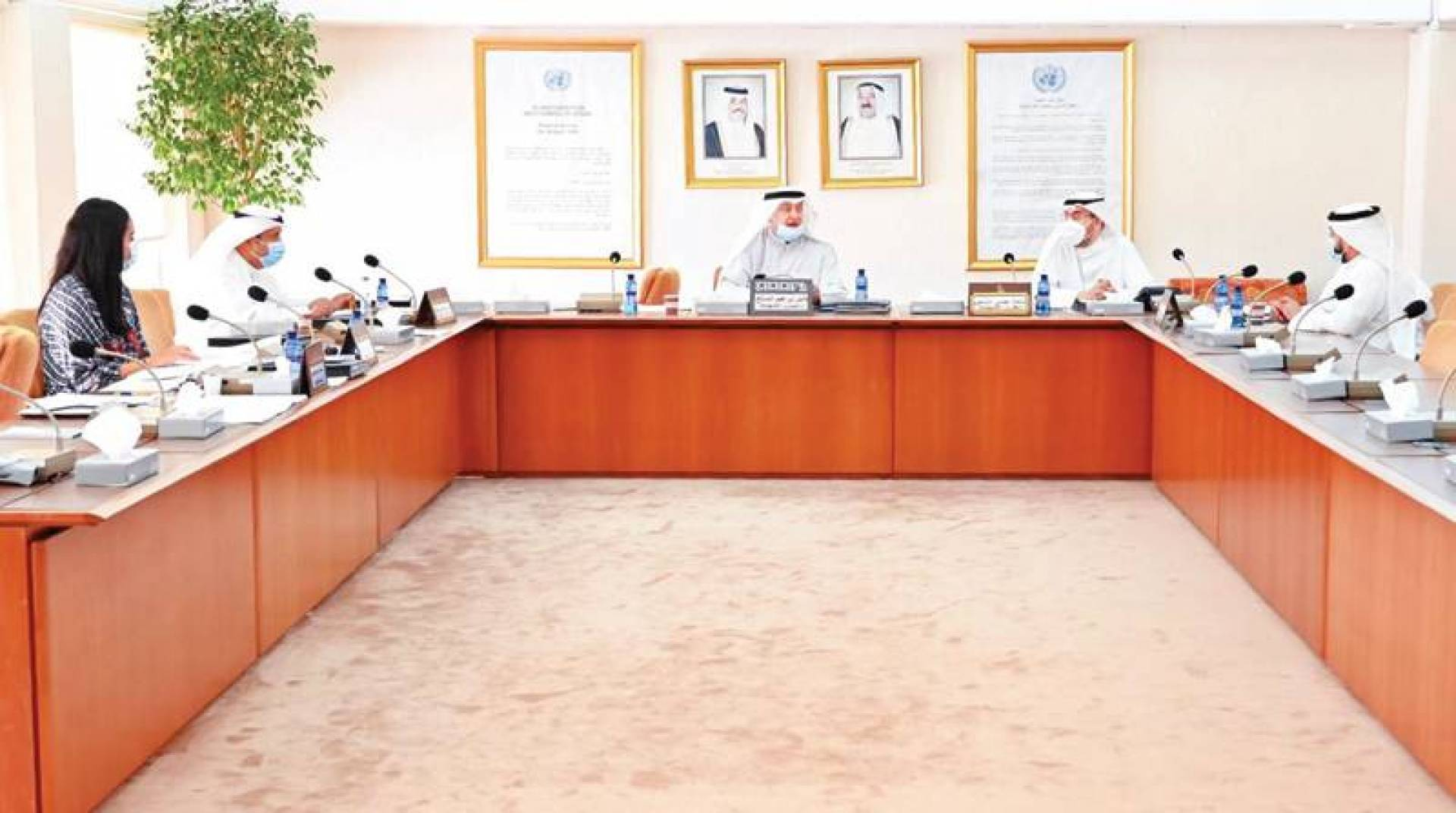الصالح والملا والشاهين والحويلة خلال اجتماع لجنة تنمية الموارد أمس