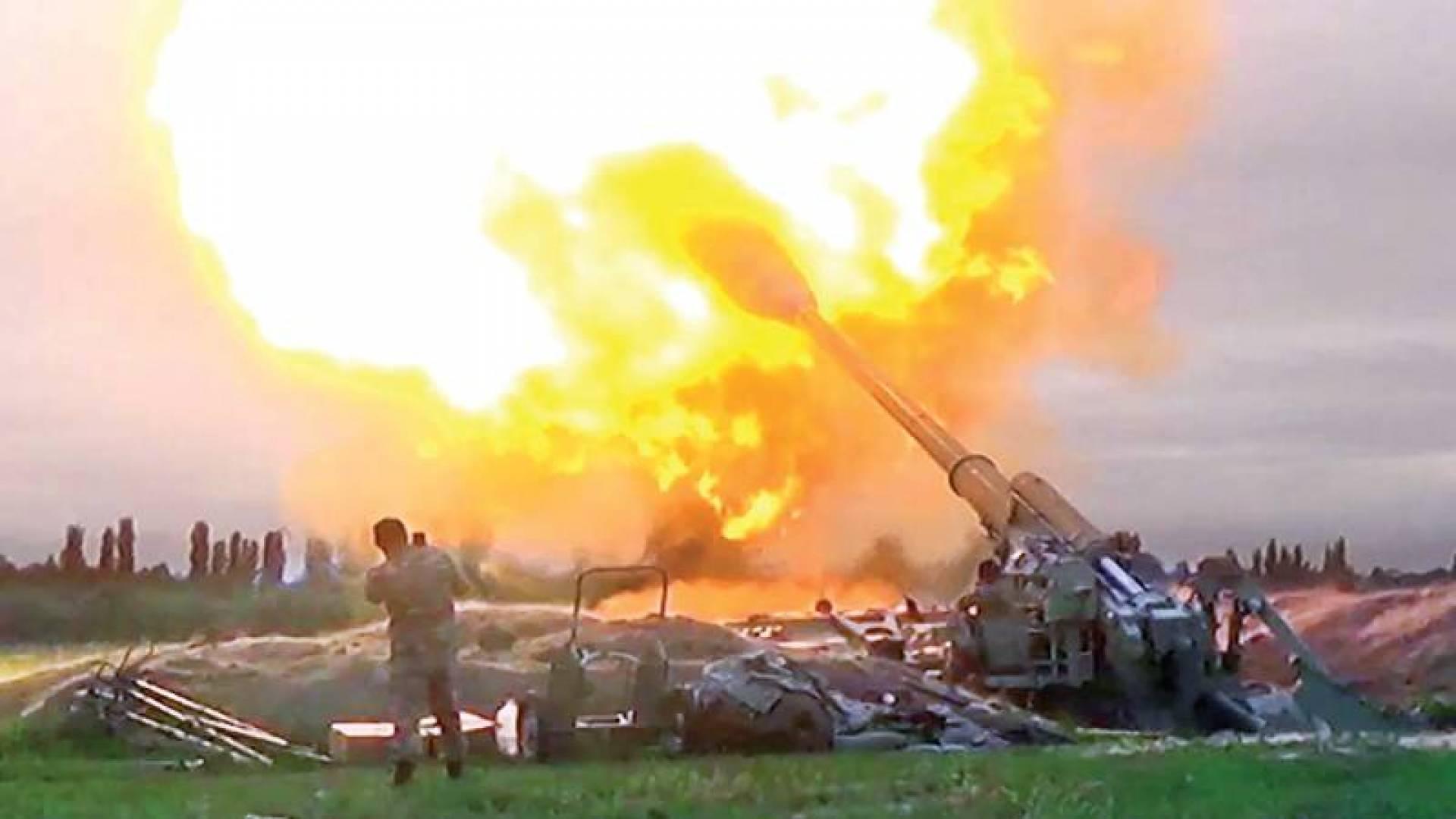 قصف مدفعي أذربيجاني على مواقع الأرمن في «ناغورنو قرة باغ» أمس (أ ف ب)