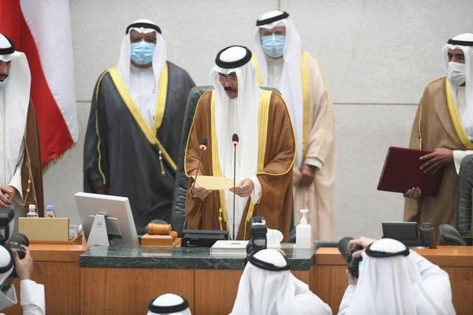 الشيخ نواف الأحمد يؤدي اليمين الدستورية ليصبح الأمير السادس عشر للكويت