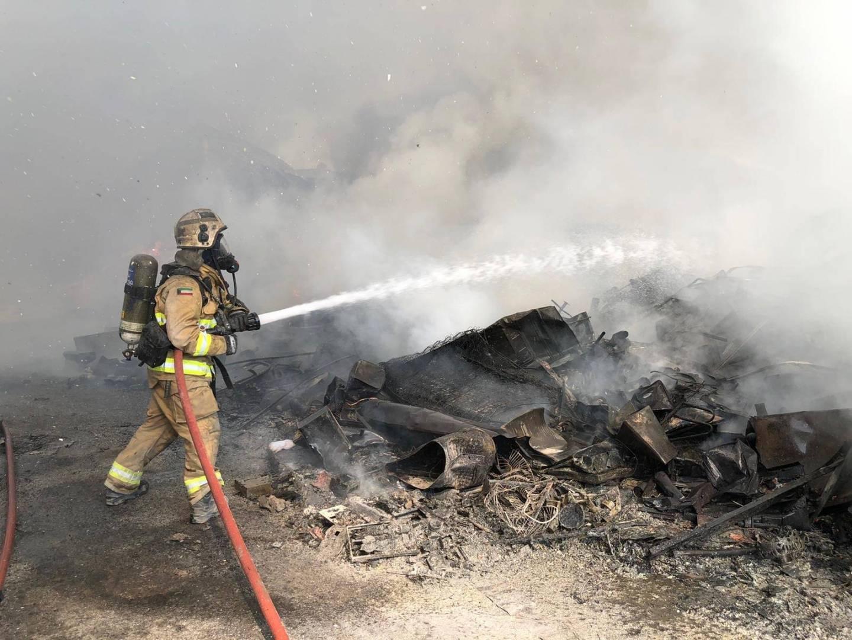 5 فرق إطفاء.. تخمد حريق سكن عمال