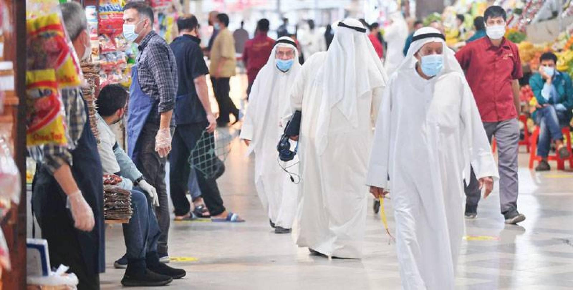 التزام بالكمامات في أسواق المباركية (تصوير: محمود الفوريكي)