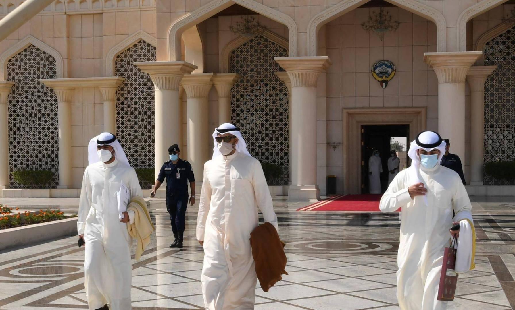 مبعوث سمو الأمير يتوجه إلى السعودية لتسليم رسالتين لخادم الحرمين وولي عهده