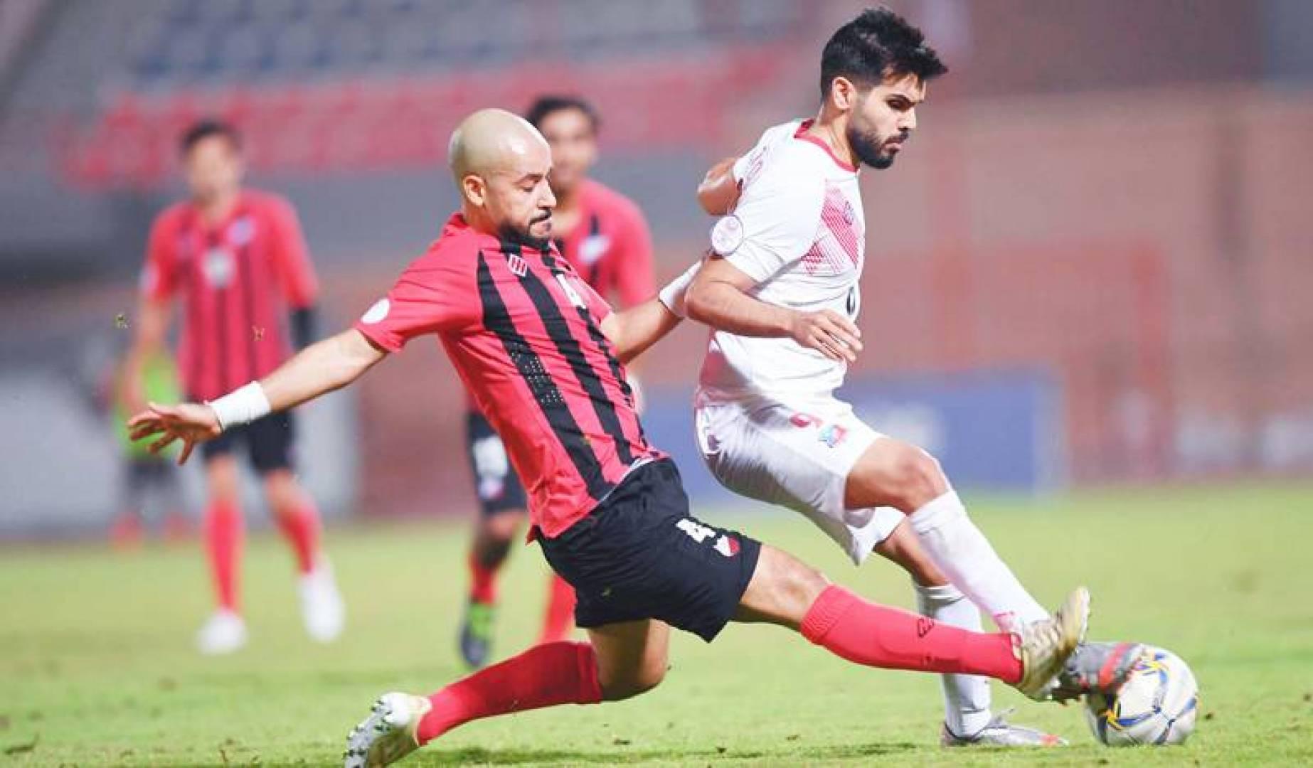 فيصل زايد محاولاً الاستحواذ على الكرة (تصوير: حسني هلال)