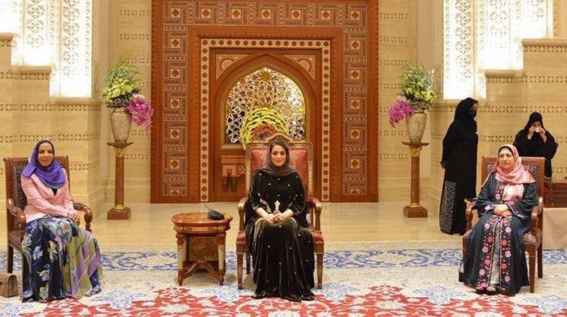 العُمانيون يحتفون بأول ظهور لـ «السيدة الجليلة»