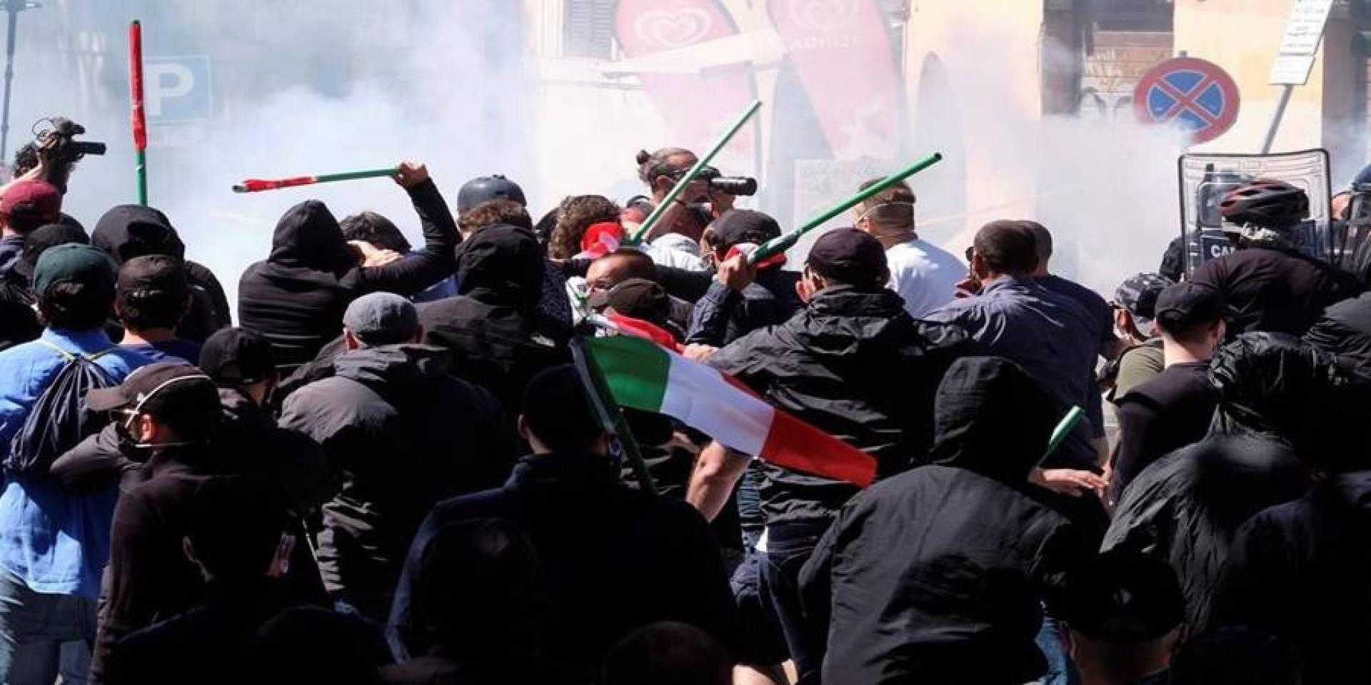 إيطاليا.. اشتباكات في نابولي بين الشرطة ومئات المعارضين