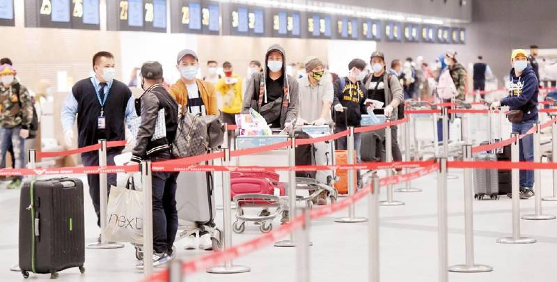 الجميع مترقبّاً فتح المطار لكل الوجهات.. وفق ضوابط (أرشيفية)