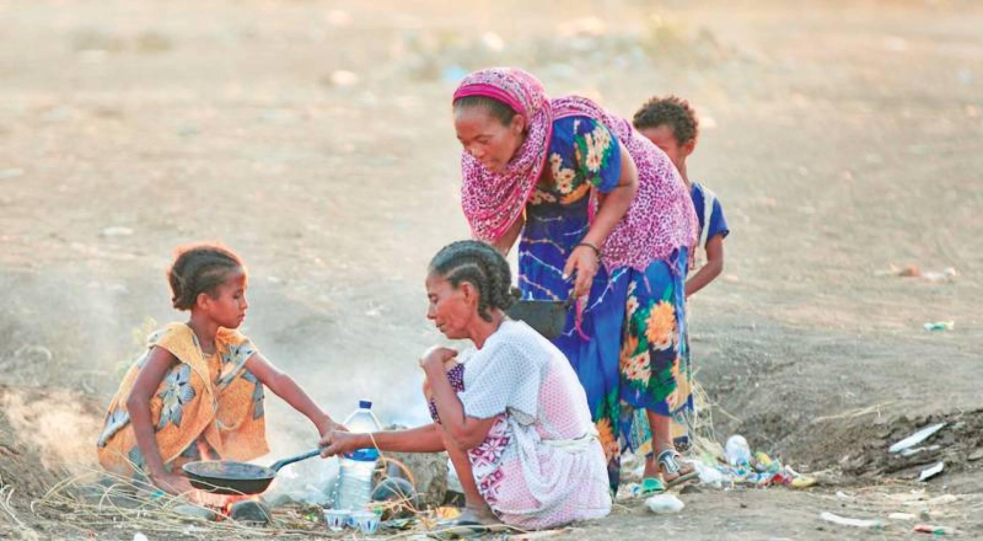 مهجَّرون أثيوبيون من تيغراي في مركز بولاية كسلا شرقي السودان (أ.ف.ب)