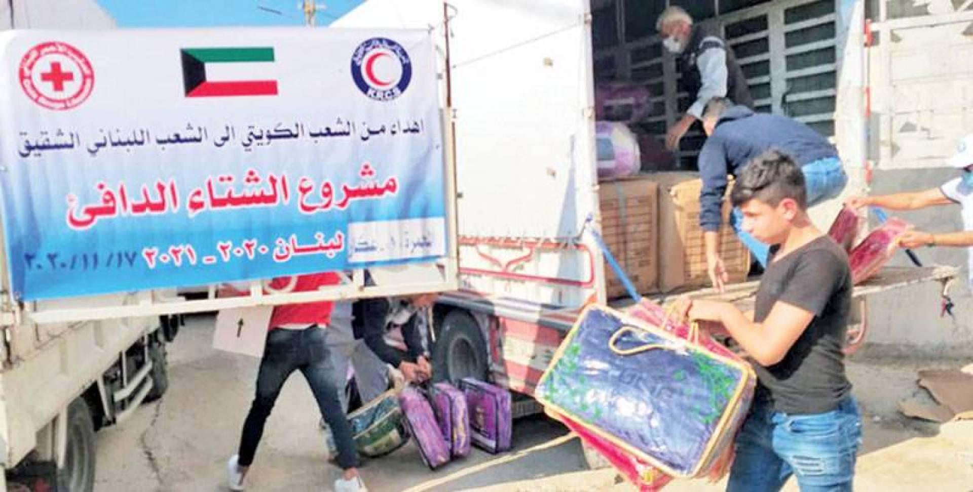 جانب من توزيع كسوة الشتاء على الأسر اللبنانية