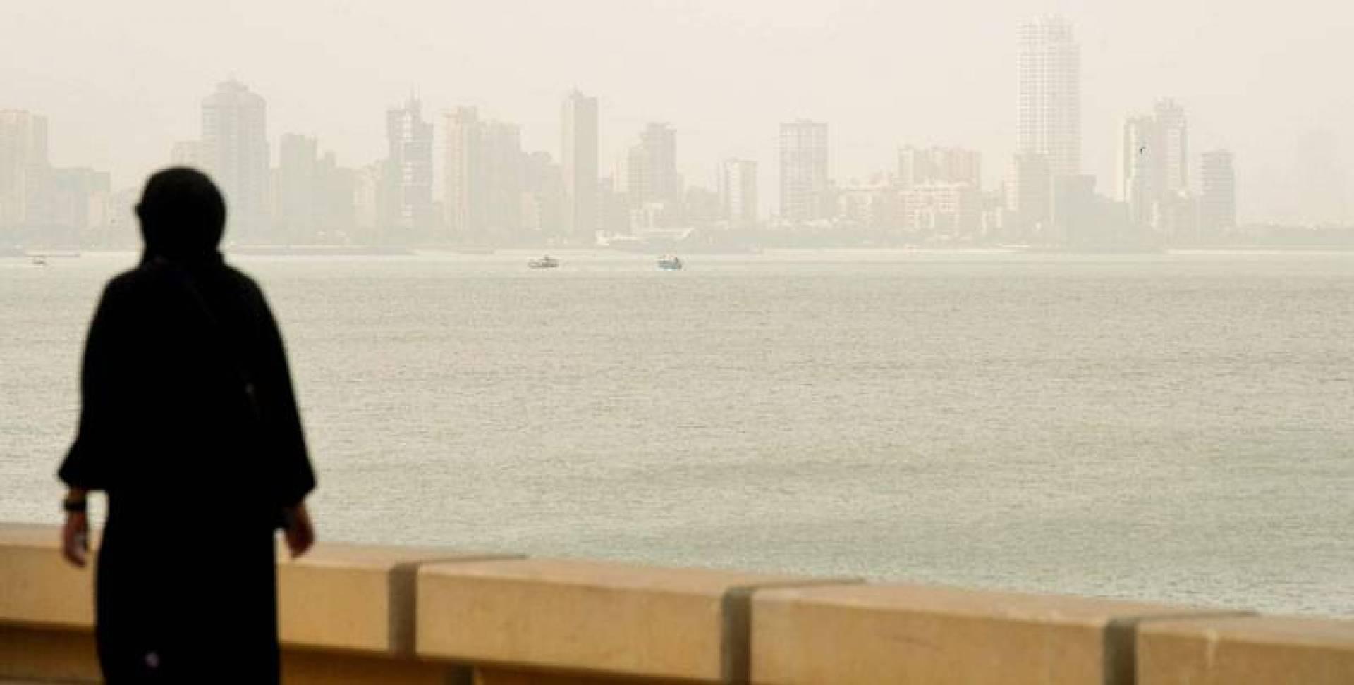 أجواء البحر شبه معتمة (تصوير: بسام زيدان)