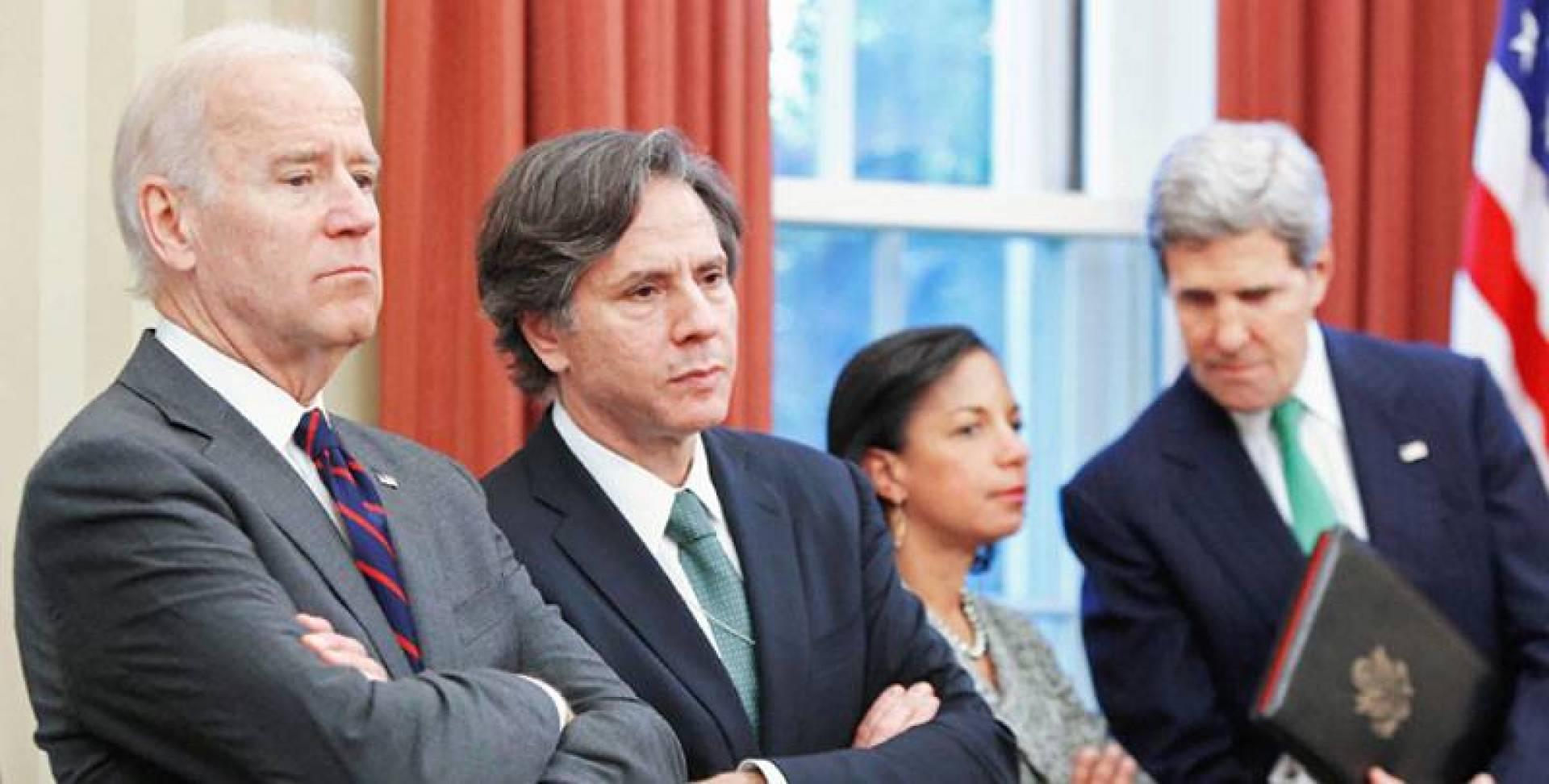 بايدن وبلينكن ورايس وكيري في صورة عام 2013 في البيت الأبيض (رويترز)