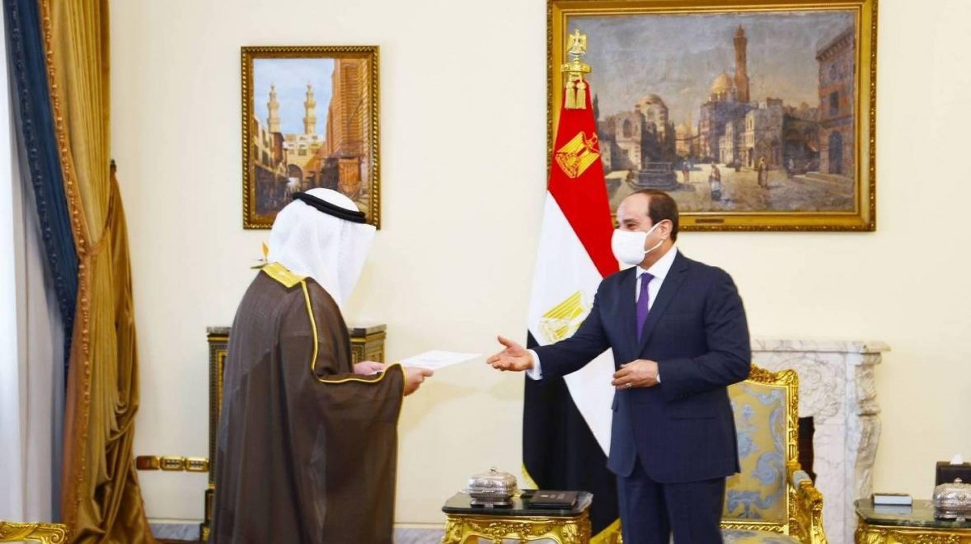 مبعوث سمو الأمير يسلم رسالة خطية من صاحب السمو إلى الرئيس المصري