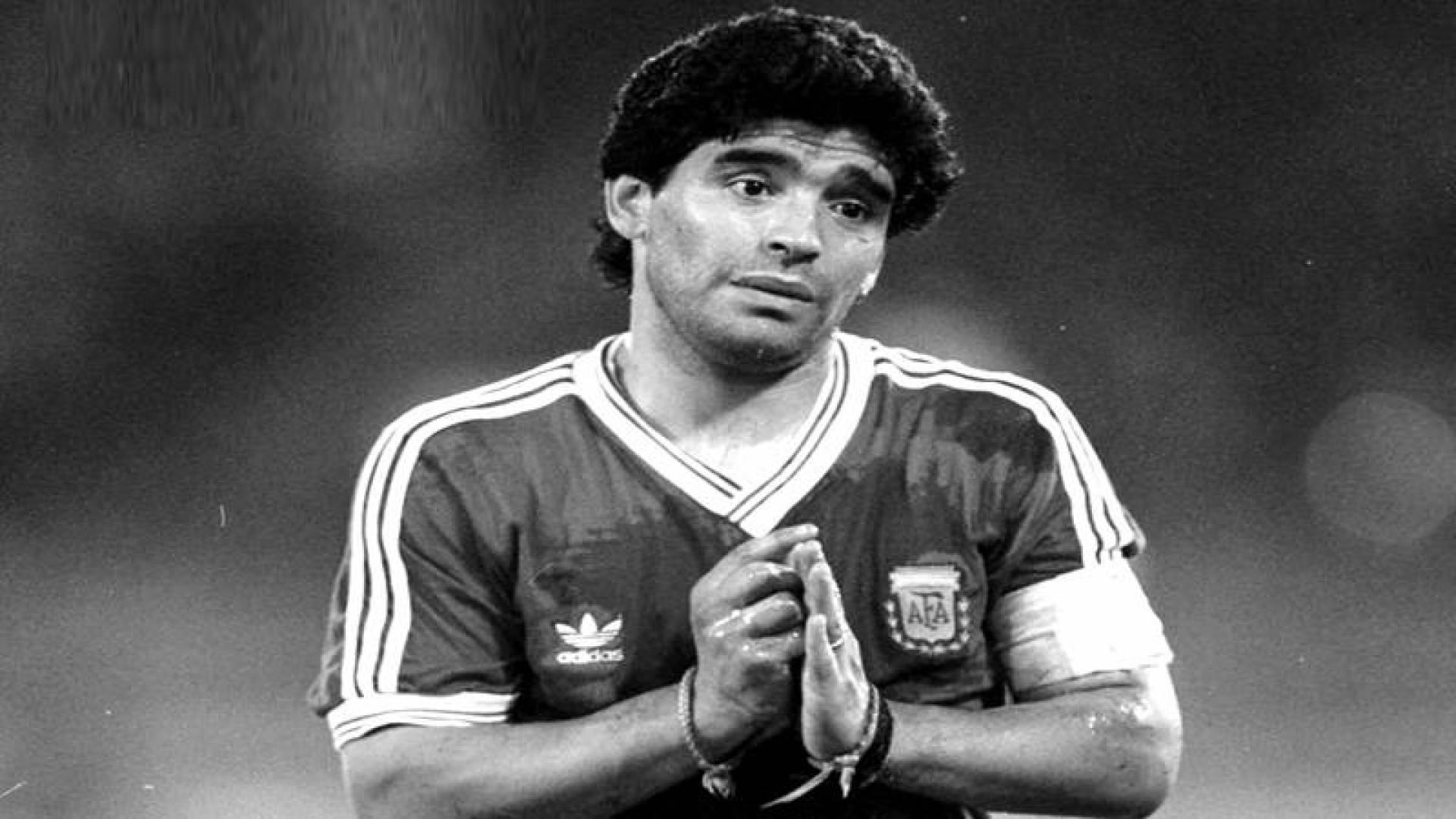 وفاة أسطورة كرة القدم دييغو مارادونا
