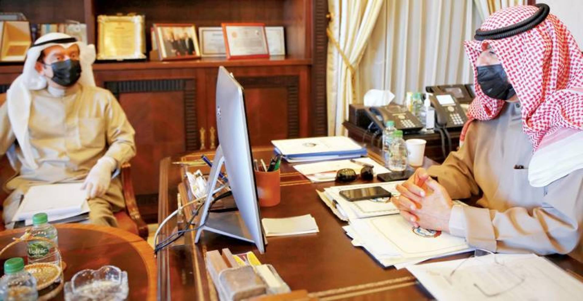 الجارالله أثناء اللقاء مع السفير الإيراني عبر الاتصال المرئي