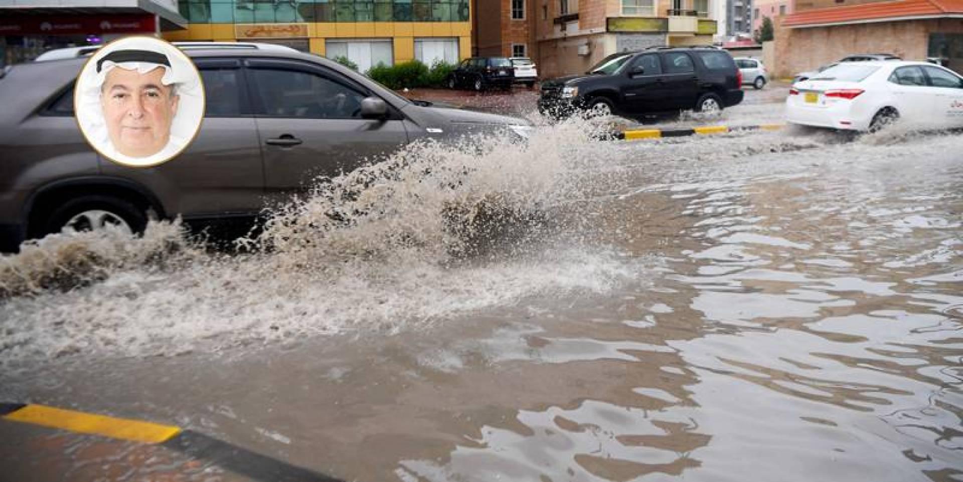 سيارة تشق بحيرة الأمطار في أحد الشوارع (تصوير: بسام زيدان)