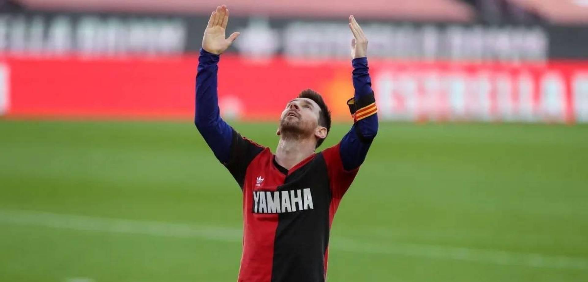 «تكريم» ميسي لمارادونا.. يكلّف برشلونة 3000 يورو