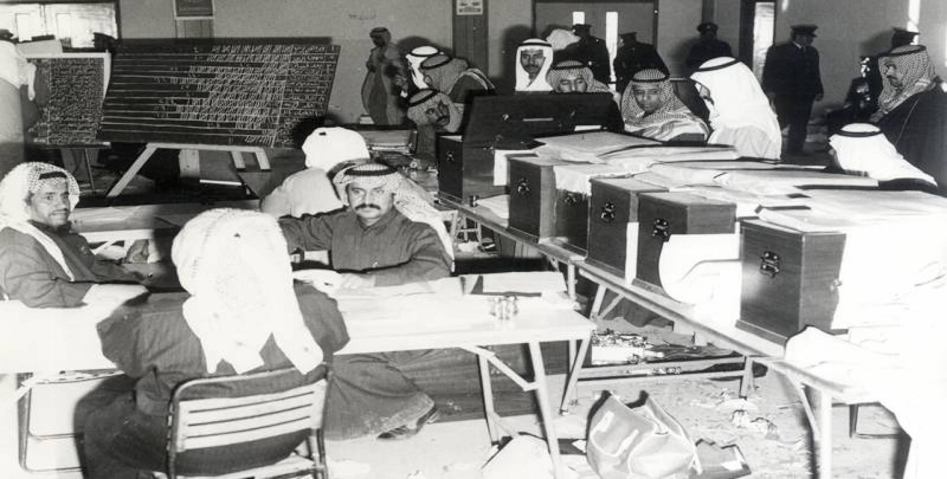 1975| أطول عمليات فرز للأصوات في دائرة الفروانية.. بدأت مساء الإثنين وانتهت صباح الخميس