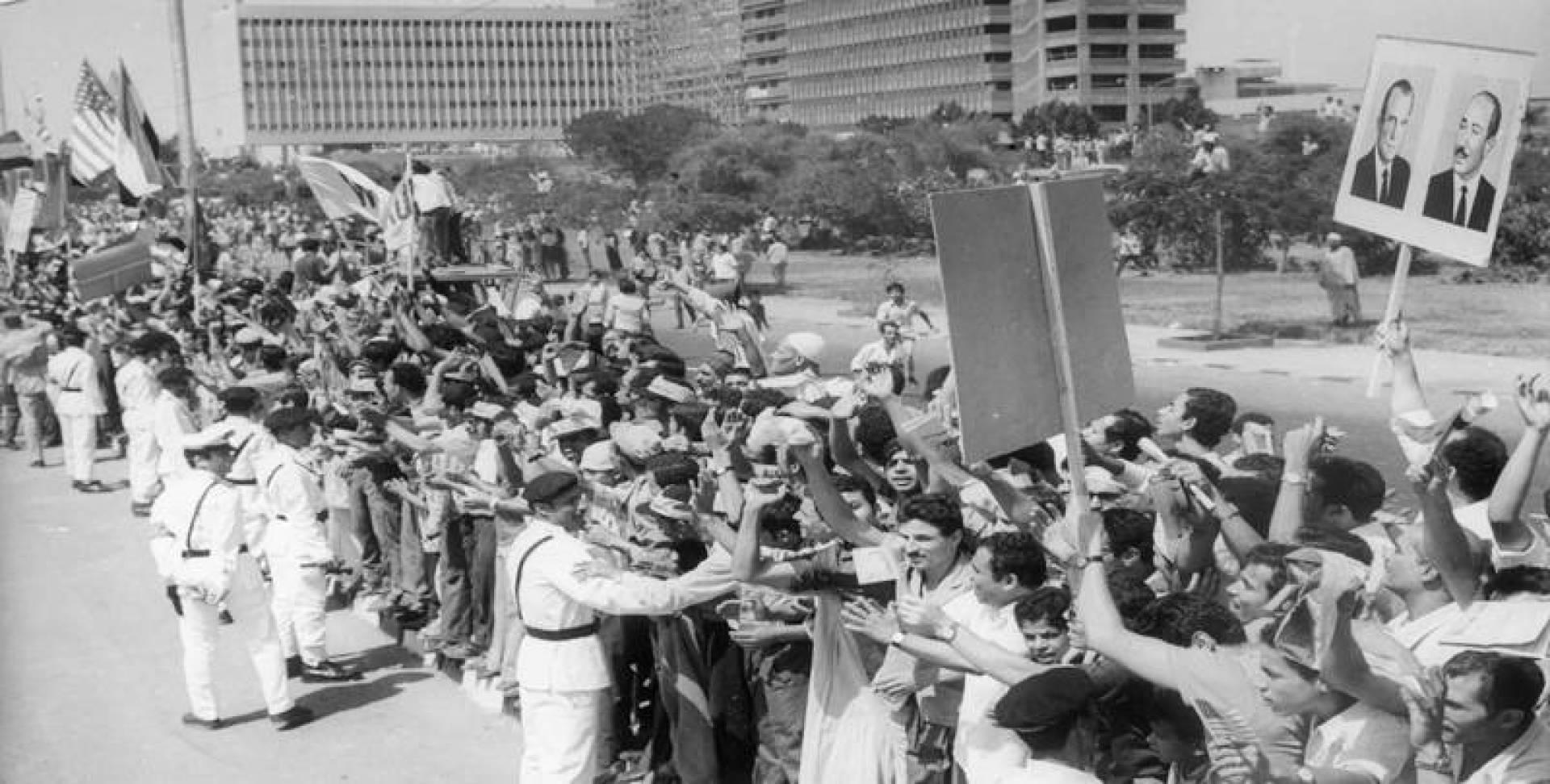 1974| على طول الطريق من القاهرة إلى الإسكندرية.. رأى نيكسون ما لم يره من ترحاب