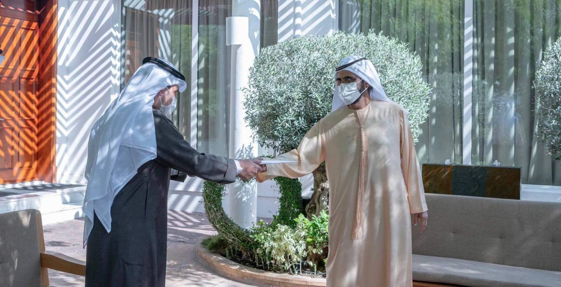 مبعوث سمو الأمير يسلم رسالة خطية من سموه إلى رئيس الإمارات