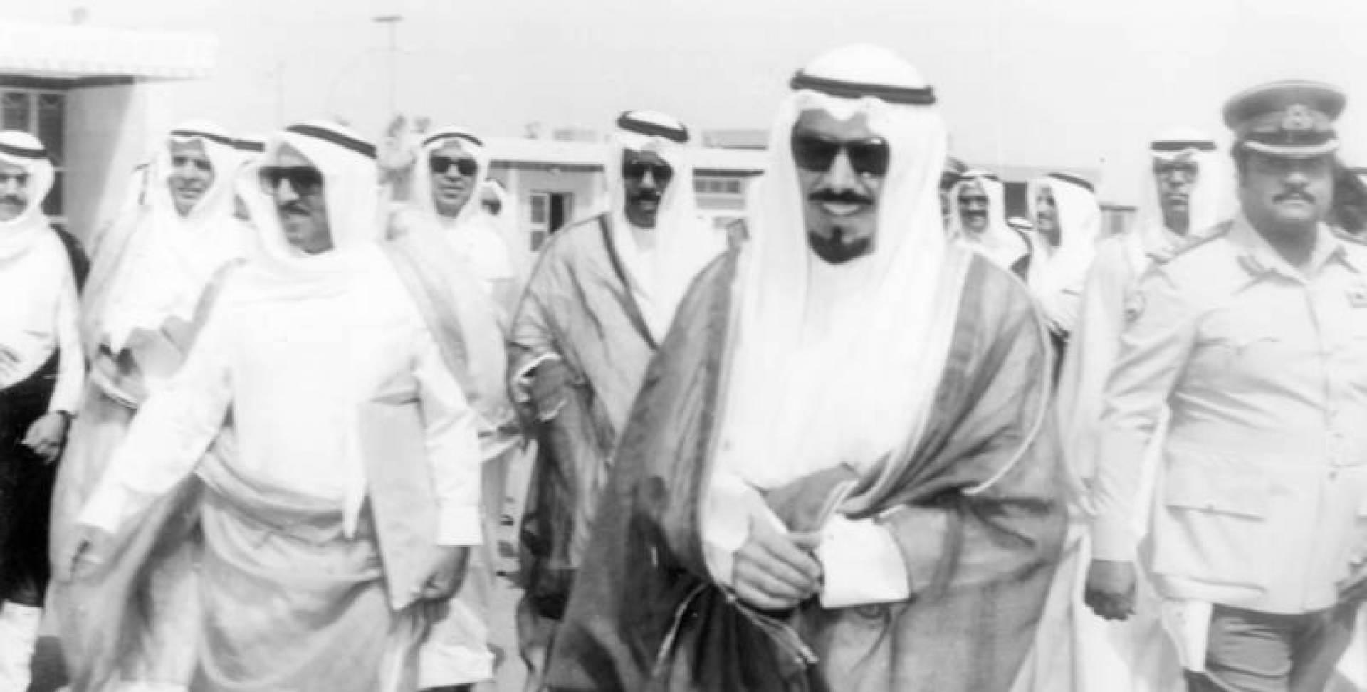 سمو أمير البلاد يغادر أرض الوطن متوجها إلى أبو ظبي لحضور مؤتمر قمة مجلس التعاون الخليجي الأول