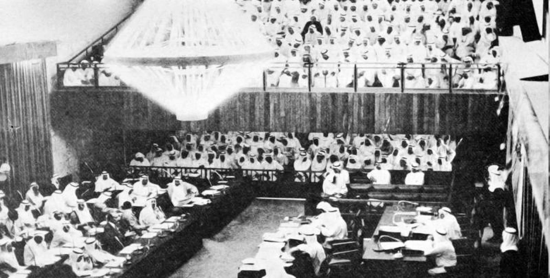 1974| مجلس الأمة يوافق على زيادة الرواتب والأجور