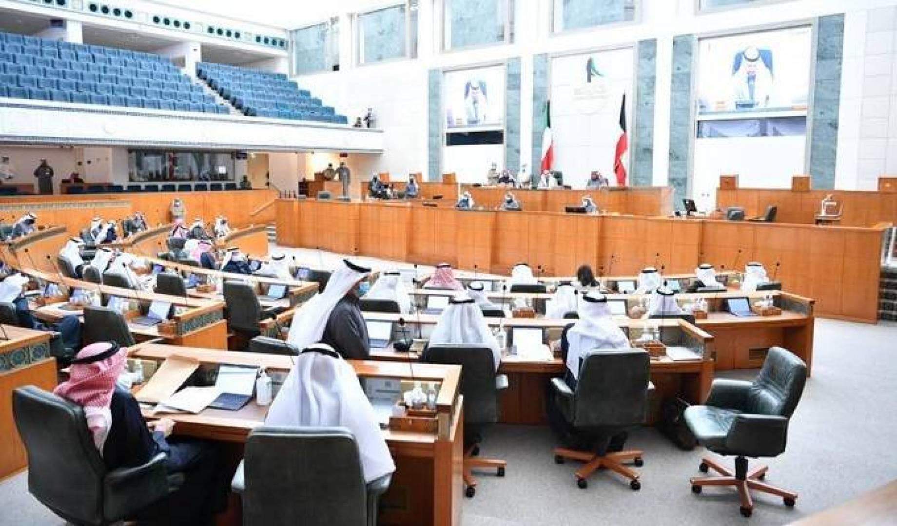 31 نائباً يؤيدون استجواب رئيس الوزراء