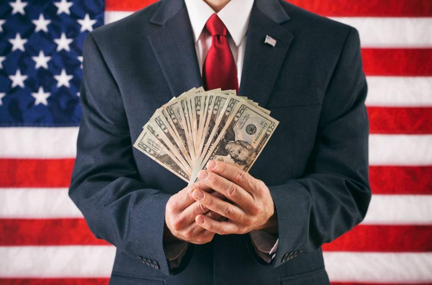 الأميركيون أكثر ثراءً أثناء الوباء من أي وقت مضى.. ما السبب؟
