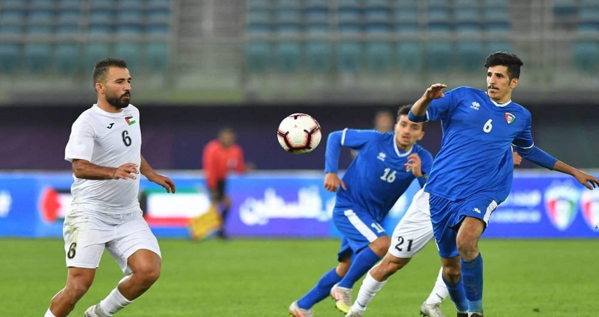 جانب من المباراة الودية بين منتخب الكويت ونظيره الفلسطيني