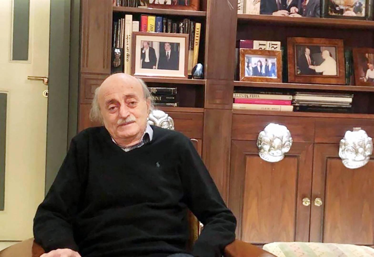 وليد جنبلاط يدعو عبر «القبس» إلى الاختيار: لبنان الحياد أو قاعدة صواريخ لإيران