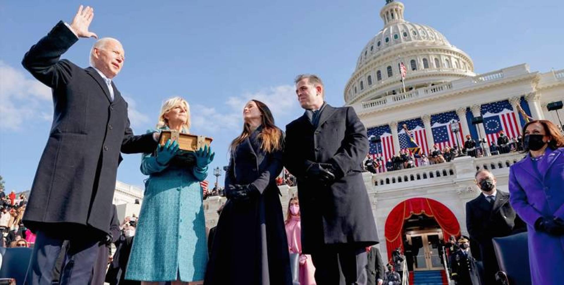 جو بايدن مؤدِّياً اليمين بصفته الرئيس الـ 46 للولايات المتحدة الأميركية (أ ف ب)