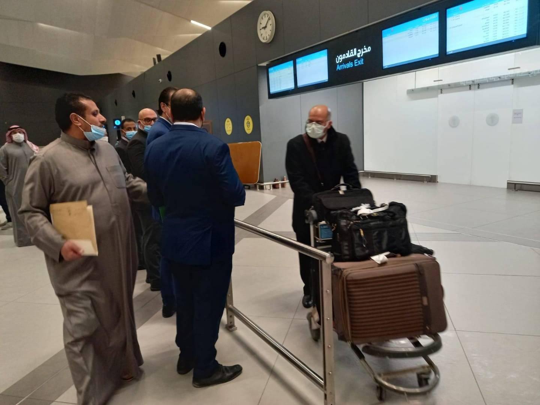 وصول أكثر من 200 من القضاة وموظفي المحاكم المصريين للكويت