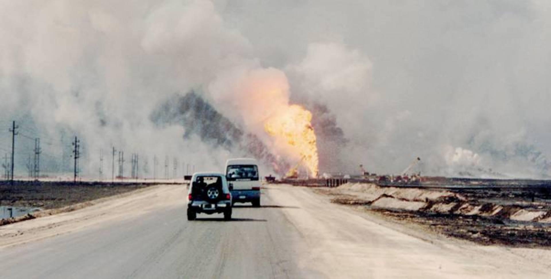 1991| إطفاء آبار النفط الكويتية المحترقة يحتاج إلى عامين