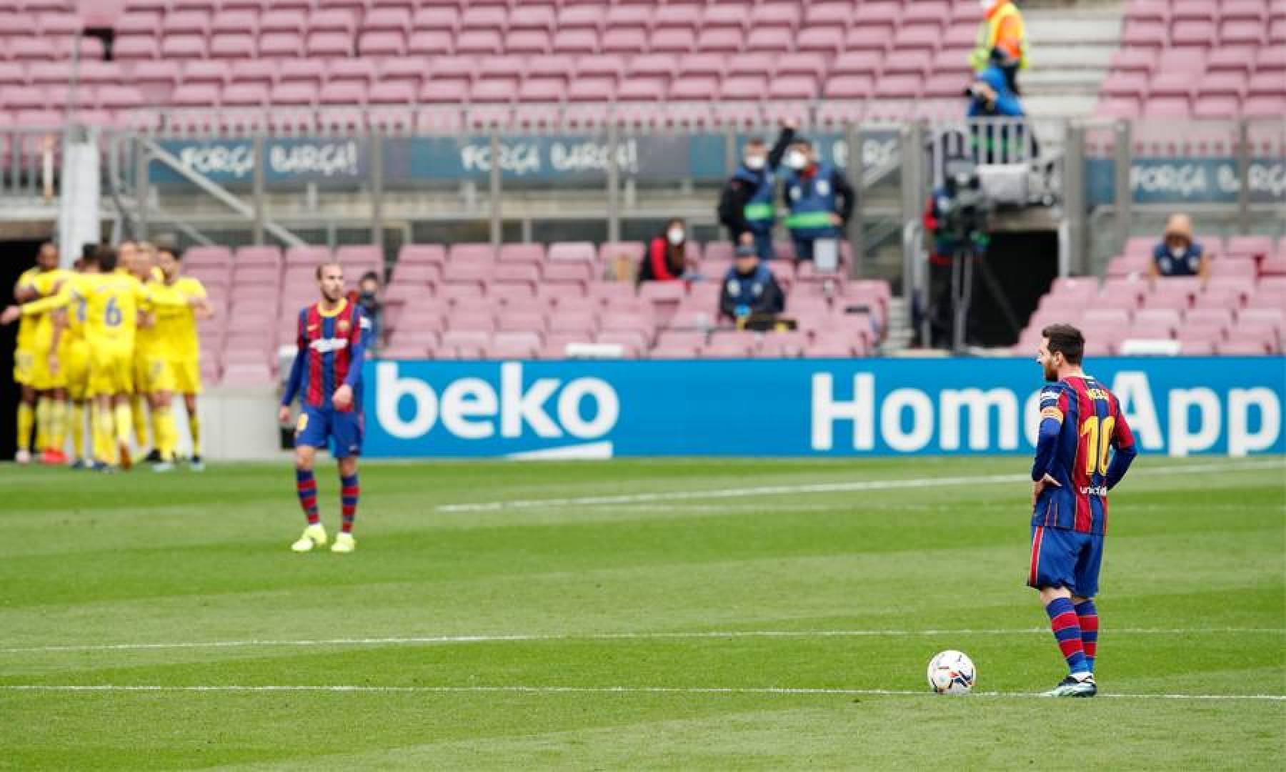الأرجنتيني ليونيل ميسي حزيناً بعد تسجيل قادش هدف التعادل - رويترز