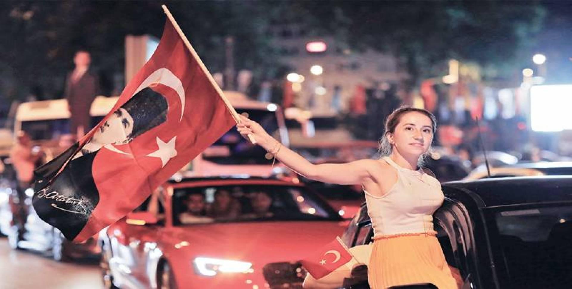 ديمواقرطية تركيا بخير.. و«العدالة والتنمية» يعاني
